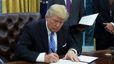 В США запретили разлучать детей нелегальных мигрантов с родителями - фото 1