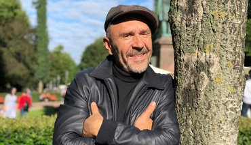 Сергей Шнуров прокомментировал слова бывшей жены об их разводе - фото 1