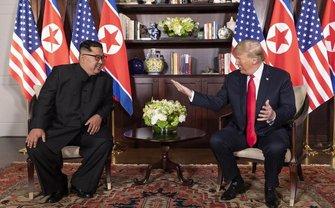 Дональд Трамп и Ким Чен Ын  - фото 1