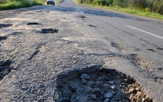 Мининфраструктуры неудачно оправдалось за разбитые дороги в стране - фото 1