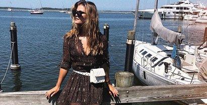 Нина Агдал в одних джинсах покорила красотой - фото 1