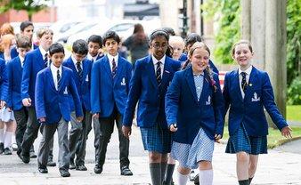Скандал вокруг школьной формы в Великобритании - фото 1