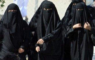 В Иране женщина получила 20 лет за снятый хиджаб - фото 1