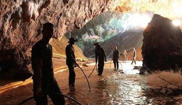 Голливуд готовит фильм о спасении школьной футбольной команды из пещеры - фото 1