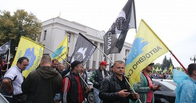 """Протестующие """"евробляхеры"""" блокируют Верховную Раду - фото 1"""