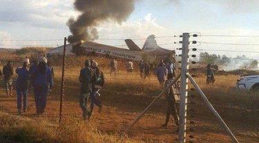 В ЮАР сняли крушение раритетного самолета (ВИДЕО) - фото 1