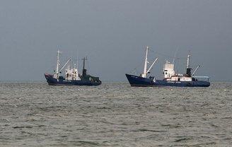 Украина обсуждает с ЕС и США санкции в отношении России из-за блокады Азовского моря - фото 1