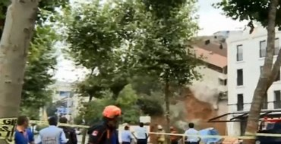 В Турции из-за ливней рухнул жилой дом - фото 1