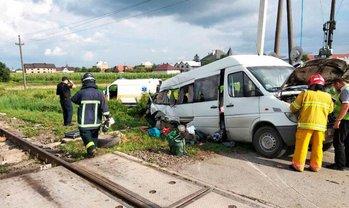 """62-летний водитель """"Спринтера"""" выскочил на железную дорогу перед поездом - фото 1"""