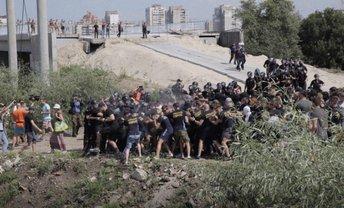 На акции в Киеве полицейский ослепил журналиста - фото 1
