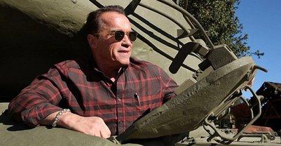 Шварценеггер показал личный раритетный танк - фото 1