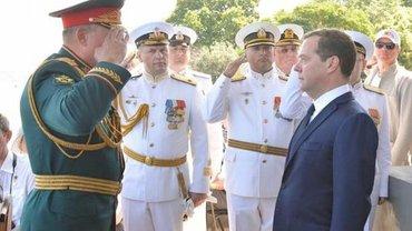 Медведев нарушил ряд международных законов - фото 1