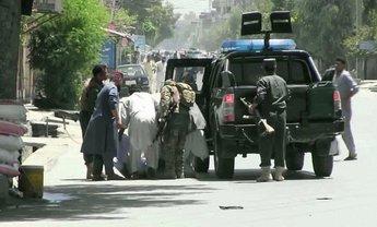 В Афганистане террористы захватили заложников в здании правительства - фото 1