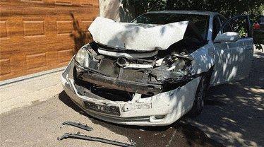Авто активиста Кузаконя после покушения - фото 1