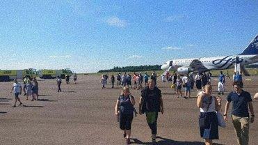 Пассажировэвакуировали после появления дыма на борту - фото 1