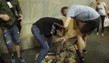В метро Киева пытались отомстить котенку за разбитую корзину - фото 1