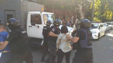 Спецназовцы задержали нескольких протестующих у стен Лукьяновского СИЗО - фото 1