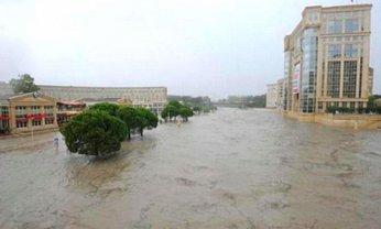 Во Франции из-за сильных наводнений эвакуируют тысячи человек - фото 1