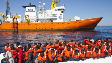 Пять стран согласились принять мигрантов с корабля Aquarius - фото 1