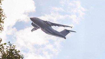 Над Киевом пролетели истребители - фото 1