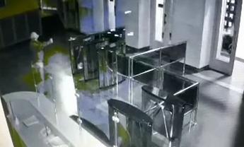 Преступник вольготно себя чувствовал в здании харьковского горсовета - фото 1