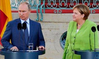 Меркель позвонила Порошенко после диалога с Путиным - фото 1