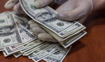 Чиновник попался на взятке в почти 33 тысячи долларов - фото 1