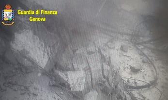 Тонны бетона рухнули с высоты 90 метров - фото 1
