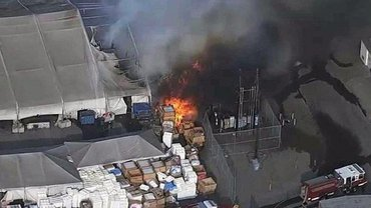 В Калифорнии горел завод Tesla - фото 1