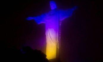 В Бразилии статую Иисуса Христа подсветили цветами украинского флага - фото 1