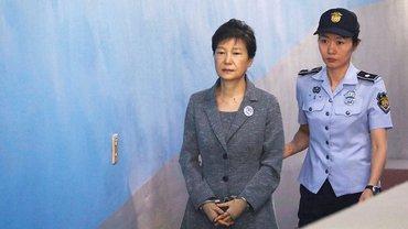 Экс-президенту Южной Кореи увеличили срок до 25 лет - фото 1