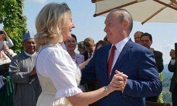 """Карин Кнайсль """"спонтанно"""" пригласила Путина - фото 1"""