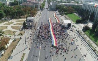 В Кишиневе протестуют за объединение Молдовы с Румынией - фото 1