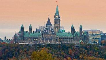От парламента Канады требуют действий - фото 1