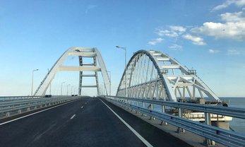 В оккупированном Крыму повредили Керченский мост - фото 1