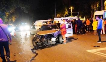 Медики спасают жизнь пострадавшему в аварии в Одессе - фото 1