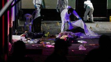 В Мехико открыли стрельбу по толпе людей - фото 1