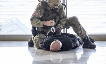Злоумышленника задержали и отправили в Ужгород - фото 1