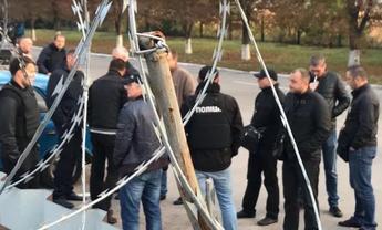 Неизвестные пытаются захватить завод в Полтавской области - фото 1
