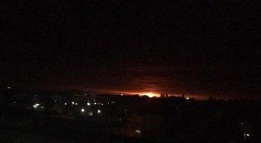 Неподалеку от Ични масштабно взрываются снаряды - фото 1