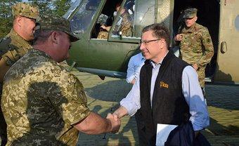 Курт Волкер намерен добиваться передаче вооружения Украине - фото 1