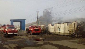 В Харьковской области горели склады с зерном - фото 1
