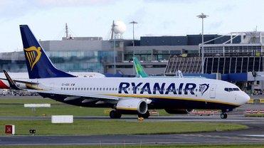 Ryanair осудили за отсутствие реакции на расизм среди пассажиров - фото 1