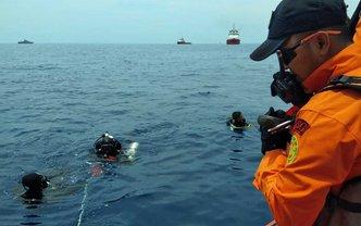 Водолазы обнаружили тела 10 погибших - фото 1