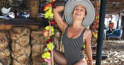 Анастасия Кумейко засветила грудь в прозрачном наряде - фото 1