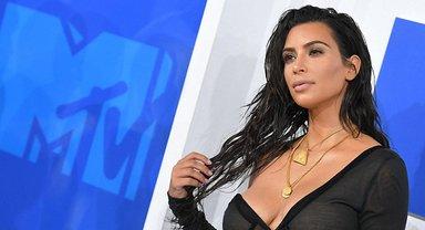Ким Кардашьян больше не стесняется своих форм - фото 1