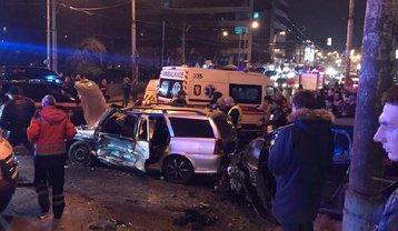 В Киеве из-за тройного ДТП заблокировало движение по Шулявскому мосту - фото 1