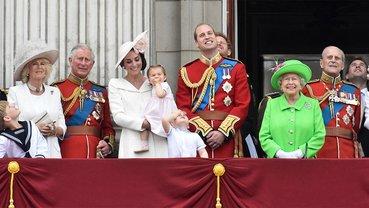 Представители монаршей семьи снялись в новой фотосессии в честь дня рождения принца Чарльза - фото 1