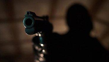 В Киеве возле метро открыли стрельбу по прохожему - фото 1