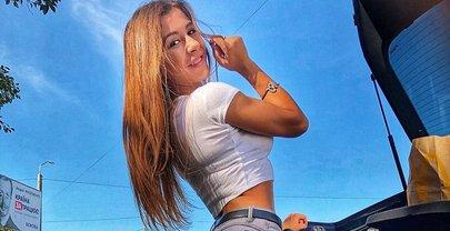 Фитнес-спортсменка Анна Скворцова показала грудь - фото 1